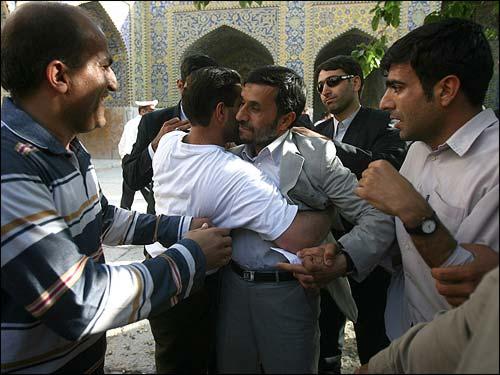 استقبال گرم از احمدینژاد