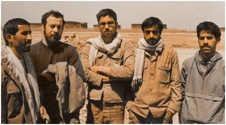 از سمت چپ - نفر اول، علیرضا قزوه - نفر دوم، سید حسن حسینی